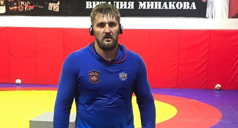 Виталий Минаков встретится сТони Джонсоном 15декабря